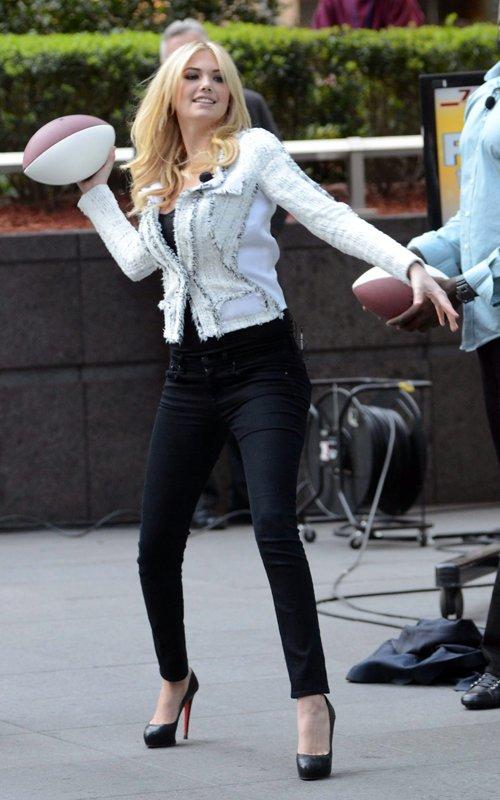 Kate Hudson wears Christian Louboutin shoes