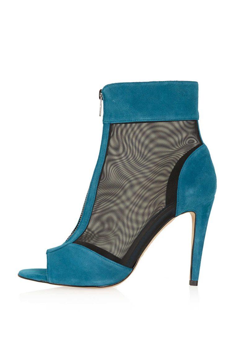 Slipping into these new #CHCarolinaHerrera mules. #